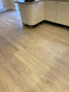A stunning look throughout with this Karndean Luxury vinyl tile flooring. Vinyl Flooring Kitchen, Luxury Vinyl Tile Flooring, Vinyl Tiles, Karndean Flooring, Small Kitchens, Carpet Colors, Flooring Ideas, Wood Planks, Hardwood Floors
