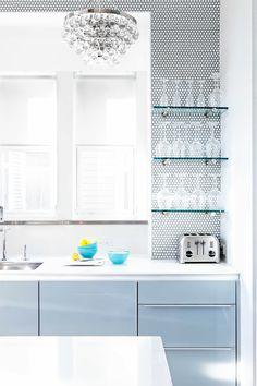 Trend+Alert:+Penny+Round+Tiles+via+@MyDomaine Penny Round Tiles, Penny Tile, Penny Backsplash, Kitchen Backsplash, Backsplash Ideas, Grey Kitchens, Luxury Kitchens, Kitchen Pictures, Kitchen Pics