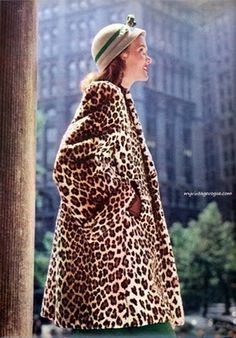 myvintagevogue: Seventeen Magazine, October 1946 Photo by Francesco Scavullo 1940s Fashion, Vintage Fashion, Ad Fashion, Animal Print Fashion, Animal Prints, Leopard Fashion, Moda Retro, Leopard Print Coat, Leopard Jacket