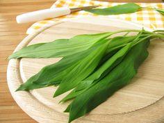 Použiť ho môžete všade, kam patrí cesnak alebo pažítka. Je skvelý len tak nasekaný a nasypaný na zemiaky či na chlieb s maslom, v šaláte alebo namies
