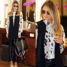 #thassianaves sempre está usando os últimos #lançamentos e dessa vez não podia estar mais na moda apostou no #Dior #Sideral e deu um #charme em sua #bolsa com as alças destacáveis ❤ ❤ ❤ #straps #straps #maximalistas  #moda #blogger #fashionblogger #airport #style #tassiastyle #ootd #lookoftheday ##oticaswanny #