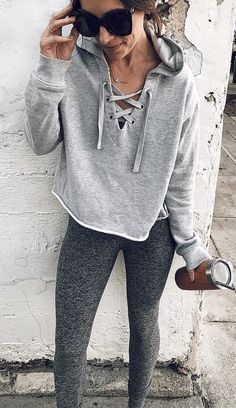 gray henley hooded jacket and gray sweatpants Cute Flannel Outfits, Cute Sweatpants Outfit, Trendy Outfits, Cute Outfits, Fashion Outfits, Gray Sweatpants, Cozy Winter Outfits, Fall Outfits, College Outfits