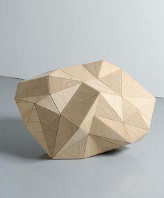 Vincent Mauger Sans titre, 2006 Sculpture Bois, métal 49 x 85 x 55 cm 011 011 001 Sans titre, 2006 Cette œuvre, réalisée à deux échelles différentes, a été présentée lors de sa création simultanément dans deux espaces pr...............