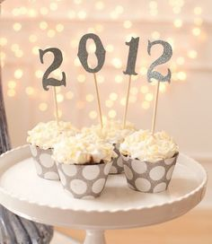 Here are some of my favorite New Year's Eve parties from around the web. I hope they give you fabulous inspiration for your own party. (No matter if the party is for a year past; Holiday Treats, Holiday Parties, Holiday Fun, Festive, New Years Eve Day, New Years Party, New Year's Cupcakes, Cupcake Cakes, Cupcake Toppers