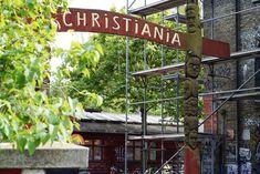 Vapaakaupunki Christiania Helsinki, Neon Signs