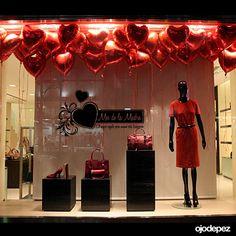 Vinilos día de la madre бутик, дизайн магазина e Display Design, Store Design, Window Dressings, Shop Window Displays, Design Furniture, Window Design, Display Boxes, Store Fronts, Shop Signs