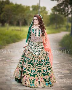 Mascara is very important thing in doing makeup . Asian Bridal Dresses, Bridal Mehndi Dresses, Bridal Dress Design, Bridal Lehenga Choli, Bridal Outfits, Bridal Style, Pakistani Mehndi Dress, Pakistani Wedding Outfits, Pakistani Dresses