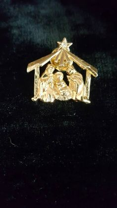 Holiday Jewelry ~ Nativity Scene Brooch by JennieJamesResale on Etsy #Jewelry