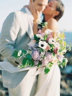 Photography: Luna de Mare  - lunademarephotography.com   Read More on SMP: http://www.stylemepretty.com/2016/05/02/an-oceanside-wedding-planned-in-4-months-flat/