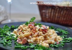 Miluji jednoduché vaření v mém pomalém hrnci Crockpot, kdy vše naházím dovnitř, odejdu a po příchodu je hotovo. Smetanově sýrový květák je nejen jednoduchý na přípravu, ale jen těžko mu budete odolávat, úplně se rozplývá na jazyku a všechny chuťové buňky jásají. Krémový květák je typické LCHF jídlo, obsahuje málo… Broccoli, Spinach, Vegetable Recipes, Veggie Meals, Baking Tips, New Recipes, Risotto, Potato Salad, Cauliflower
