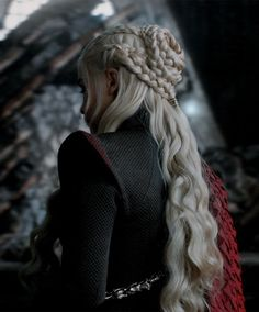 laurdiy hair Daenerys Targaryen Roses When To Send Them & Why Roses are per Daenerys Targaryen Aesthetic, Daenerys Targaryen Art, Emilia Clarke Daenerys Targaryen, Danyeres Targaryen, Khaleesi, Danaerys Targaryen Costume, Daenerys Drogo, Game Of Thrones Costumes, Game Of Thrones Art