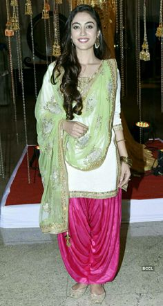 Punjabi Suit Neck Designs, Patiala Suit Designs, Neck Designs For Suits, Kurta Designs Women, Punjabi Girls, Punjabi Dress, Dress Indian Style, Indian Dresses, Ladies Suit Design