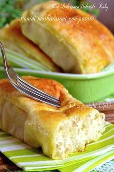 Panini morbidissimi con patate Panini Bread, Focaccia Pizza, Burritos, I Love Food, Good Food, Yeast Bread, Finger Foods, Nutella, Buffet