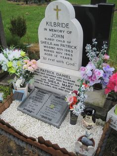 John Kilbride - aged of the children murdered by the infamous Moors Murderers. Abducted from Ashton-under-Lyne market by Ian Brady and Myra Hindley Moors Murders, Famous Murders, Famous Graves, Evil People, Cemetery Art, Serial Killers, Fascinator, Graveyards, Memories