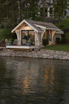 A gorgeous tiny house right by the lake! 😍 Would you love to live in this house? 🏡 TAG a friend who wants a tiny house one day! ❤️👇 (DM for… Tiny House Cabin, Tiny House Living, Tiny House Plans, Tiny House Design, Cabin Homes, Boat House, Cottage Design, Wooden House Plans, Small Cabin Designs