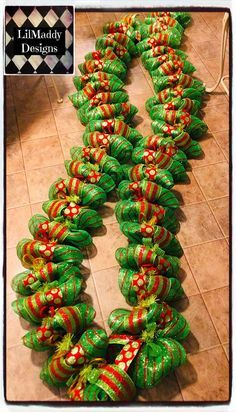 Whoville Christmas Decorations, Gingerbread Christmas Decor, Elf Christmas Decorations, Grinch Christmas Party, Diy Christmas Garland, Christmas Mesh Wreaths, Burlap Christmas, Green Christmas, Merry Christmas