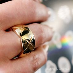Ring Coco Crush by #Chanel, more on Précieux webzine #CocoCrush #Lovegold #Precieuxwebzine