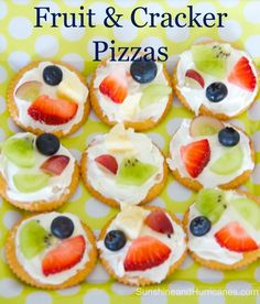 Simple and delicious, Easy Fruit and Cracker Pizzas are great for after school snacks, post sports refuel, VBS or camp! Kids can make on their own, too! snacks simple Easy Fruit And Cracker Pizzas Pizza Snacks, Snacks Für Party, Lunch Snacks, Bag Lunches, Work Lunches, School Lunches, School Party Snacks, Camp Snacks, Diy Snacks