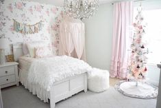 22 charming pink bedroom design ideas for cutie girls 2 Pink Bedroom Design, Pastel Bedroom, Girl Bedroom Walls, Big Girl Bedrooms, Little Girl Rooms, Bedroom Decor, Bedroom Ideas, Fairytale Bedroom, Estilo Shabby Chic