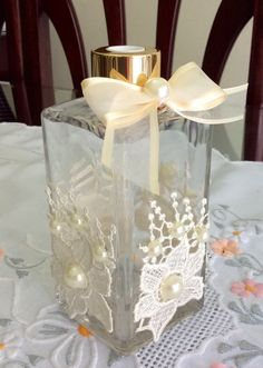 Diy And Crafts, Arts And Crafts, House Ornaments, Decorated Jars, Bottle Crafts, Glass Art, Perfume Bottles, Vase, Table Decorations