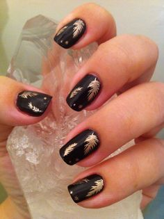 Fall nails, feathers or leaves