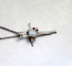 NÁHRDELNÍK KŘÍŽEK S ADULÁREM Arrow Necklace, Jewelry, Jewlery, Jewerly, Schmuck, Jewels, Jewelery, Fine Jewelry, Jewel
