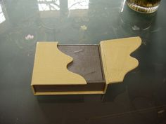 Cours de cartonnage : boîte-livre à aimants