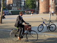 pr2b_amsterdam_bicycle_suit.jpg 2816×2112 pixels