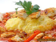 Piept de pui cu sos si mamaliga cu cartofi Hungarian Recipes, Romanian Recipes, Romanian Food, Entrees, Chicken Recipes, Good Food, Potatoes, Meat, Cooking