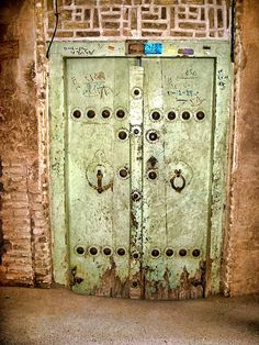 Google Image Result for http://www.payvand.com/news/08/dec/Doors-of-Yazd-by-Syma4.jpg
