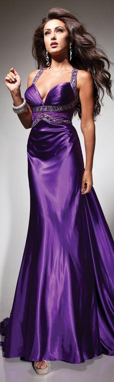 I adore this purple dress ♡♡♡