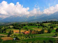 Bursa'nın tarihi oldukça eskilere dayanan Keles ilçesinde bulunan Kocayayla, av ve doğa turizmi vazgeçilmez yerlerden.Doğayla iç içe inşa edilen ahşap evlerde, temiz ve serin havada tatil yapmak isteyen tatilciler içinyeni bir yaşam alanı sunuyor. Turkey Holidays, Journey, Mountains, History, Nature, Travel, Amp, Naturaleza, Trips