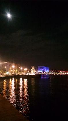 #thessaloniki #seafrond #night Santorini, Mykonos, Thessaloniki, Macedonia, Greek Islands, Ideal Home, Beautiful Places, Outdoors, Holidays