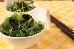 あっという間にできる簡単レシピ♪ もう一品という時にどうぞ。 生の豆苗はクセもなくとても食べやすいです(^^♪ Low Carb Recipes, Cooking Recipes, Ovo Vegetarian, Vegetable Salad, Food Cravings, Seaweed Salad, Food Plating, Japanese Food, Healthy Cooking