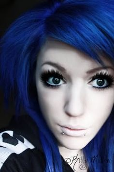 Awesome blue hair. Maybe I can get mine like this. >:3