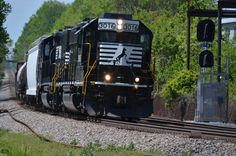 NS local P43 lead by 3016 at Summit Avenue in Charlotte, NC, on April 15, 2016