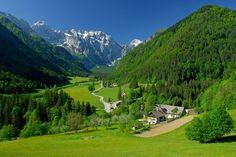 De bergen van Slovenië, het laatste deel van Alpen. Ideaal om te wandelen, fietsen, slapen bij de boer, kamperen en meer.