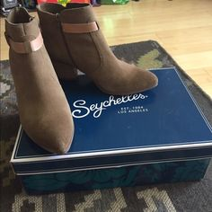 """Seychelles light brown booties Adorable Seychelles """"take notice"""" ankle booties in sand color, suede material. Size 8.5 fits true to size. Worn a handful of times. Seychelles Shoes Ankle Boots & Booties"""