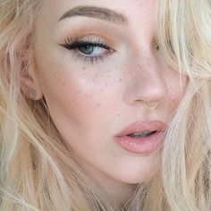 fake freckles using a spooly & anastasia beverly hills dip brow pomade