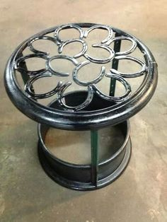 Re-Scape: FanScape Paul Bentley Firepit made from split rim off a semi truck horseshoes and t-posts Horseshoe Nail Art, Horseshoe Projects, Horseshoe Crafts, Metal Projects, Metal Crafts, Welding Crafts, Welding Art, Welding Projects, Welding Ideas