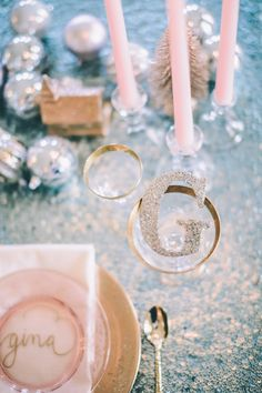 sparkly letter initial place card | CJK Visuals #wedding
