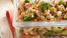 Cannellini Bean and Tuna Salad - 6 Points, lower point value by using light dressing (broccoli, cannellini, tuna, carrot in a vinaigrette) Easy Salads, Healthy Salads, Healthy Eating, Healthy Food, Salad Recipes, Diet Recipes, Healthy Recipes, Lunch Recipes, Vinaigrette