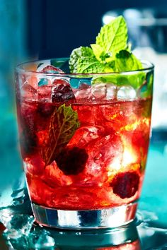 Midnight Mojito - Cocktails & Longdrinks - Welcome Home Beste Cocktails, Non Alcoholic Cocktails, Fruity Cocktails, Summer Cocktails, Sour Cocktail, Mojito Cocktail, Cocktail Recipes, Ginger Ale, Whole30 Recipes Lunch