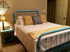Aqua and Brown Bedroom Ideas New Iron Bed Repainted with Krylon Aqua Glazed Details with A Cleaning Wood Cabinets, 1930s Bedroom, Mid Century Bed, Bedroom Decor, Bedroom Ideas, Bedroom Interiors, Master Bedroom, Old Room, Pretty Bedroom