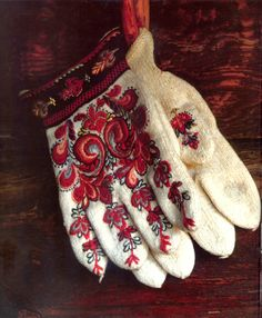 Woollen gloves worn by bride, groom and churchgoers in winter. Norway. How lovely.