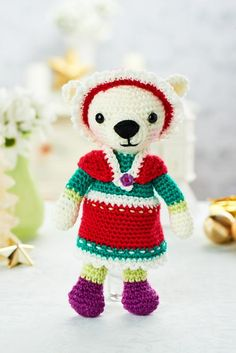 If you've seen the Coming Next Issue page in issue 64, you'll know that we have even more Christmas projects for you to try next month, including this AMAZING polar bear by Janine Holmes of Moji-Moji Design!