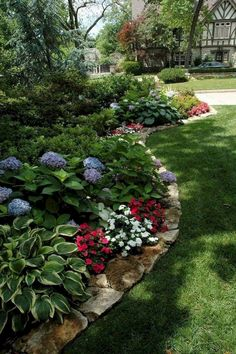 Beautiful Rock Garden Ideas for Backyard and Front Yard – - DIY Garten Landschaftsbau Small Backyard Landscaping, Landscaping With Rocks, Backyard Ideas, Mulch Landscaping, Southern Landscaping, Landscaping Front Of House, Hydrangea Landscaping, Landscaping Melbourne, Natural Landscaping