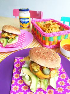 Mexican burger with avocado, nacho's and salsa