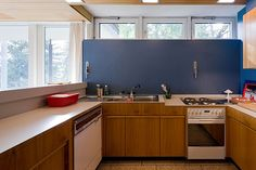 A sample from another of his kitchen designs, windows perched at the ceiling line. Richard Neutra | Daily Icon