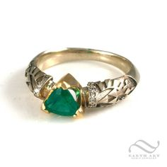 Zelda 30th Anniversary Edition Engagement ring with Emerald and Diamonds in 14k gold